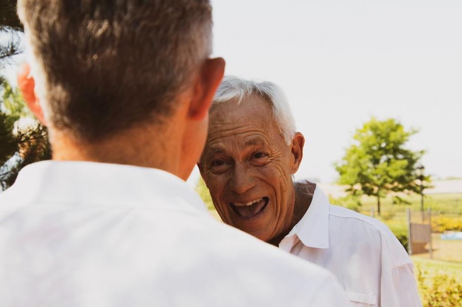 Männer im Alter einer moeglichen gutartigen Prostatavergroesserung